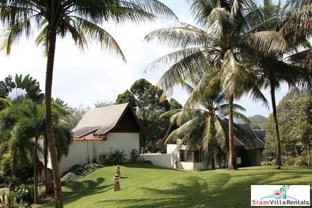 Spacious four-bedroom villa with private 6