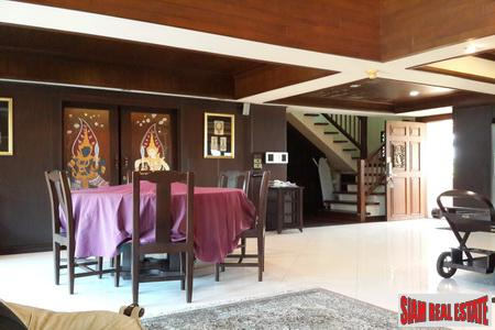 Luxury Thai condominium in secure 3