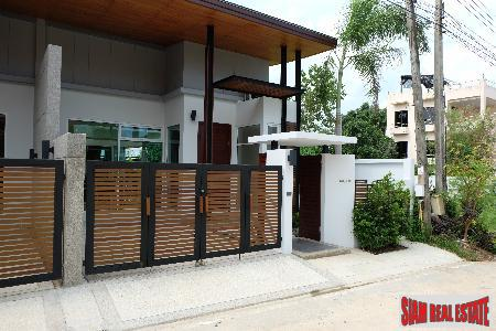 Modern 2-Bedroom Townhouse with Private Pool in Rawai