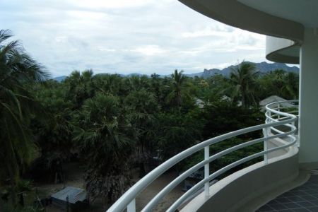 Stunning 2-Bedroom Sea-View Condo on 7