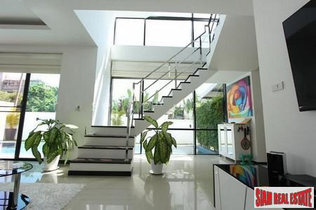 Modern 3 Storey House with 6