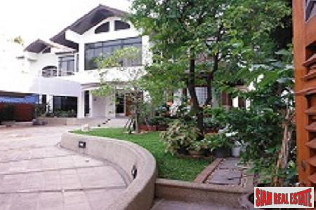 Stunning Six bedroom 600 sqm residence in Soi 26.