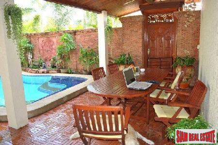 Well-Appointed 2-Bedroom Pool Villa on 9