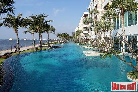 2-Bedroom Absolute Beachfront Corner Apartment in Na Kluea