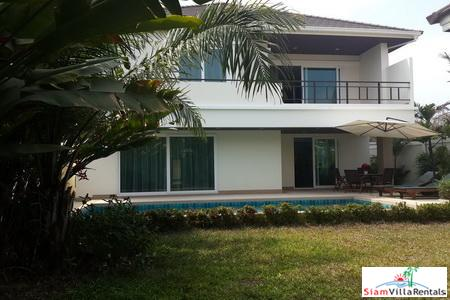 Large, 4-Bedroom Modern Pool Villa in Jomtien