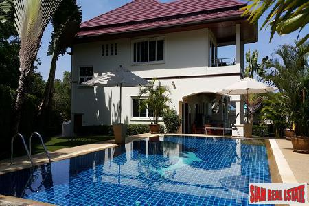 Private, Luxurious 4-Bedroom Pool Villa 14