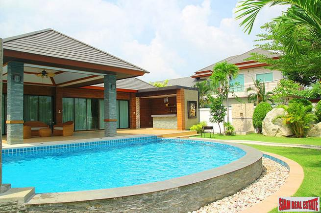 New, Luxury 3-Bedroom Pool Villa in Huay Yai