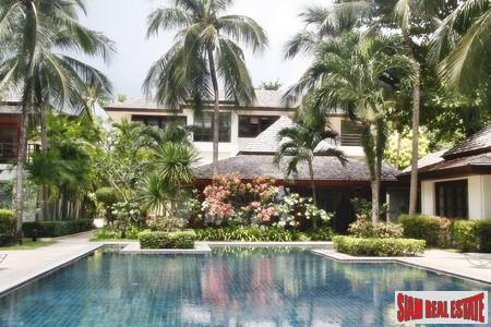 Three-Bedroom Condo in Beachfront Estate for Sale in Surin