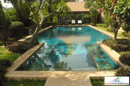 Spacious 1 bedroom Condo 104 sq.m. on Pratumnak Hills by Cozy Beach Pattaya