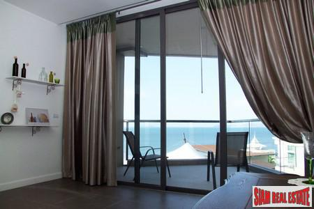 Urgent Sale! Absolute Beachfront Condominium on Wongamat Beach