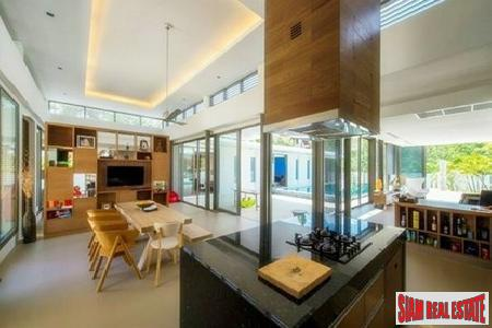Elegant and Spacious Private Pool 10