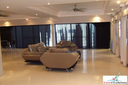 Spacious 3 BR Apartment (208M2) Low Rise Apartment on Pratumnak Hills for Rent