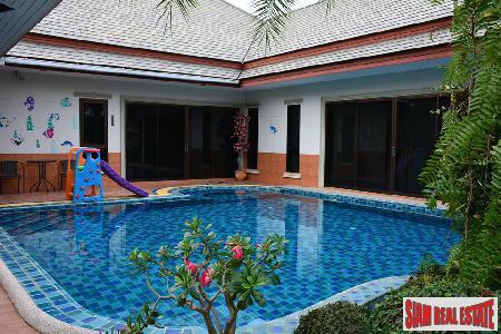 Family Pool villa at na jomtien