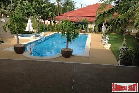 Luxury Three-Bedroom Private Pool and 2