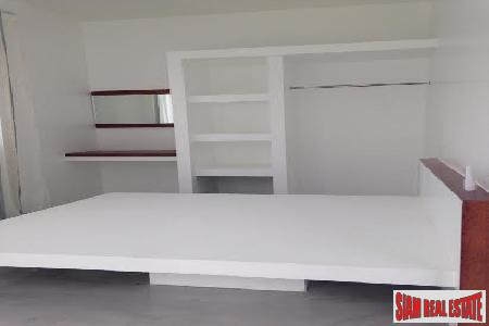 Modern One-Bedroom Apartment for Long 2