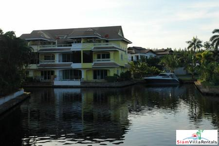 Marina-View 3 Bedroom Townhouse in Boat Lagoon