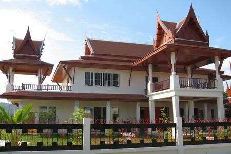 Eye catching traditional Thai home 2