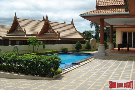 Amazing Pool Villa Conveniently Located in Hua Hin