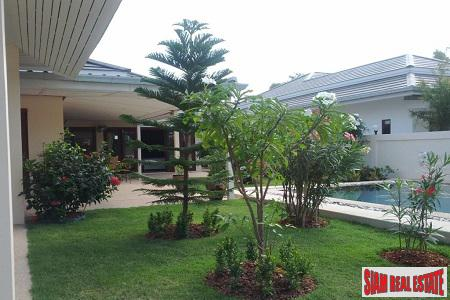 Hua Hin Lovely 3 bedroom villa with private pool only 6 km from downtown