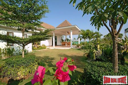 Hua Hin Superb Residence Pool Villas in a Tropical Setting.