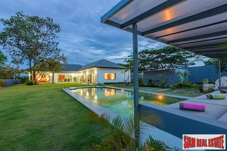 Mountain Views from this Luxury Pool Villa 15 minutes from Hua Hin
