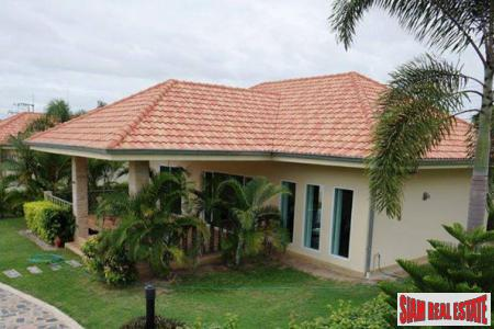 House for SALE, Hua-Hin, swimming-pool, paradise garden, very quiet.