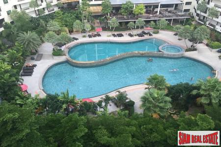 Hot Sale! Newly opened stylish Condo Large 1 Bed 1 Bath (66 Sq.M.) For Sale in Wongamat