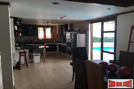 3 Bed House with Pool 7