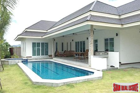 Modern Pool Villa for Sale Close to the Beach and Hua Hin City Center.
