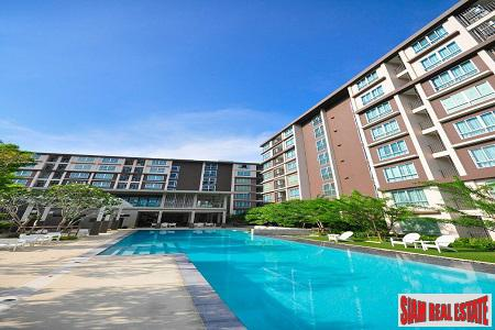 Walk to the Beach from this Elegant Condominium in Hua Hin