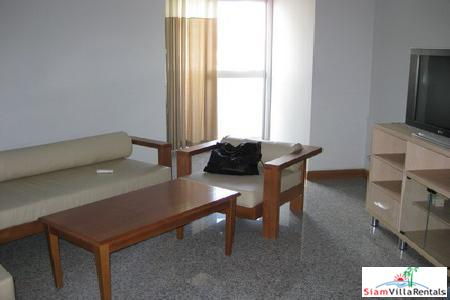 Great Price Large 2 bedroom near Chitlom. Witthayu Complex.