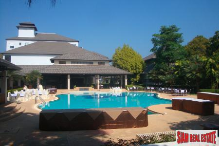Chiang Mai Bargain For Sale a 210 sqm Golf Course Penthouse