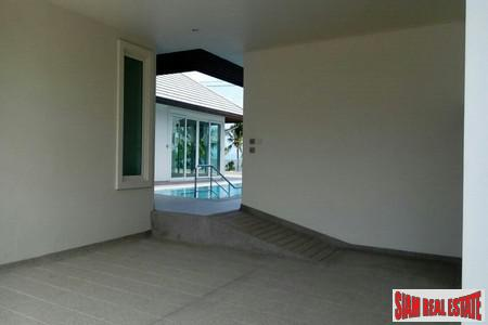 Modern Four-Bedroom Beach Front  11