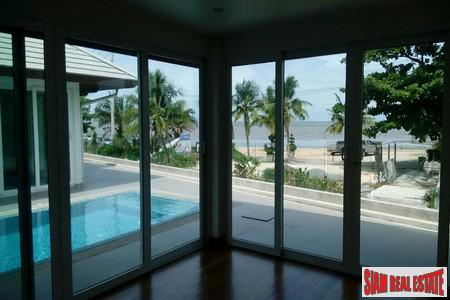 Modern Four-Bedroom Beach Front  3