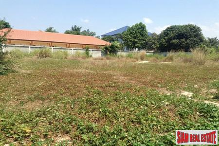Beautiful Plot of Land in a Prime Area in Pattaya with Access to Road-Near Macro, Big C, Tesco Lotus