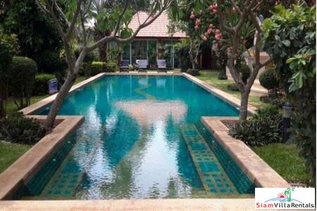 Nice Seaview 1 Bedroom on Pratumnak Hills Close to Cozy Beach Pattaya