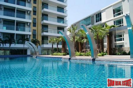 Luxrious New High Rise 1 bedroom Condominium A new Landmark on Pratumnak Hills Near Cosy Beach.