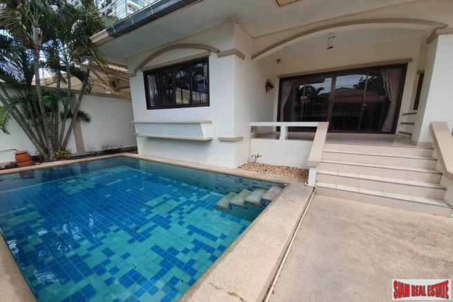 Lowest Price 3 BRs Pool Villa For Rent in Jomtien Near The Beach ( Sea Side )