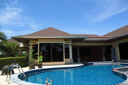 A beautiful Villa with Small Bunglaow Resort at Khao Lak