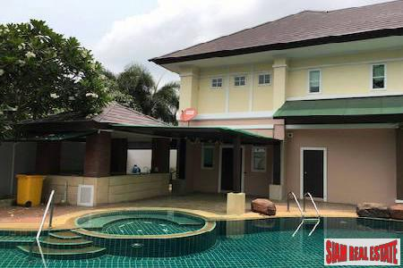 Luxury House with Pool, 5 bedroom, 4 bathroom near Mega Bangna, Bangkok Pattana School