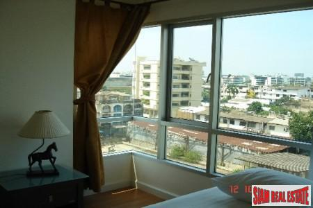 For Rent a Private Corner One Bedroom on Top Floor in Sukhumvit Soi 67