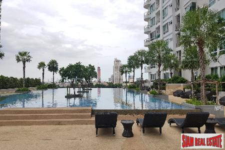 Fantastic Views of the River from this Two Bedroom Condo in Krung Thonbur, Bangkok