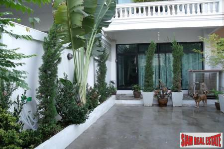 Five Store Large Townhouse for Rent in the On-nut Area, Bangkok