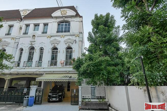 Baan Klang Krung Grande Vienna Rama 3 | Spacious and Modern Three Bedroom, Three Level Townhouse for Rent in Bang Phongphang, Bangkok