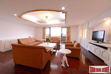 Lavish Living in this Three Bedroom on the 23rd Floor in Ekkamai, Bangkok
