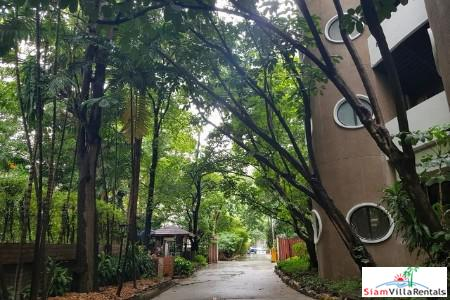 City Living and a Garden Setting in this Two Bedroom Apartment, Lumphini, Bangkok