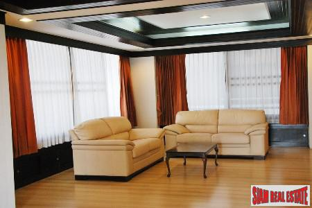 Extra Large Three Bedroom for sale  Conveniently Located at Asoke