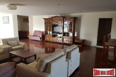 Spacious and Centrally located Four Bedroom Condominium on Sukhumvit 39, Bangkok