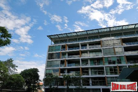 Super Deluxe Three Bedroom Condo with Pool View in Phra Khanong