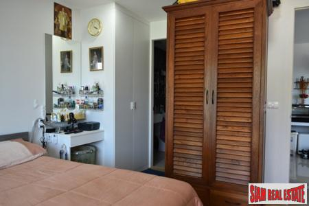 One Bedroom Corner Apartment Close 15